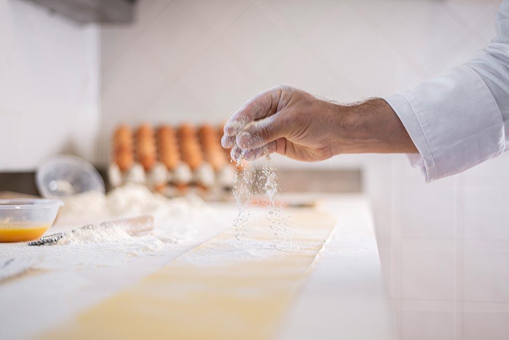 gallery-piè-pag-ristorante_2_chef-vento_preparazione-pasta_0089