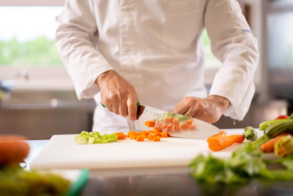 gallery-piè-pag-ristorante_5_chef-vento_preparazione-verdure